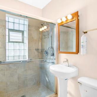 bungalow_bathroom